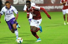 ismaila sarr getting the ball